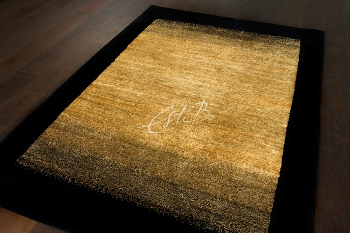 Edge rug with colour shading