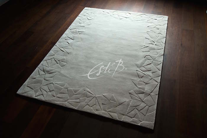 Everest rug with carved border